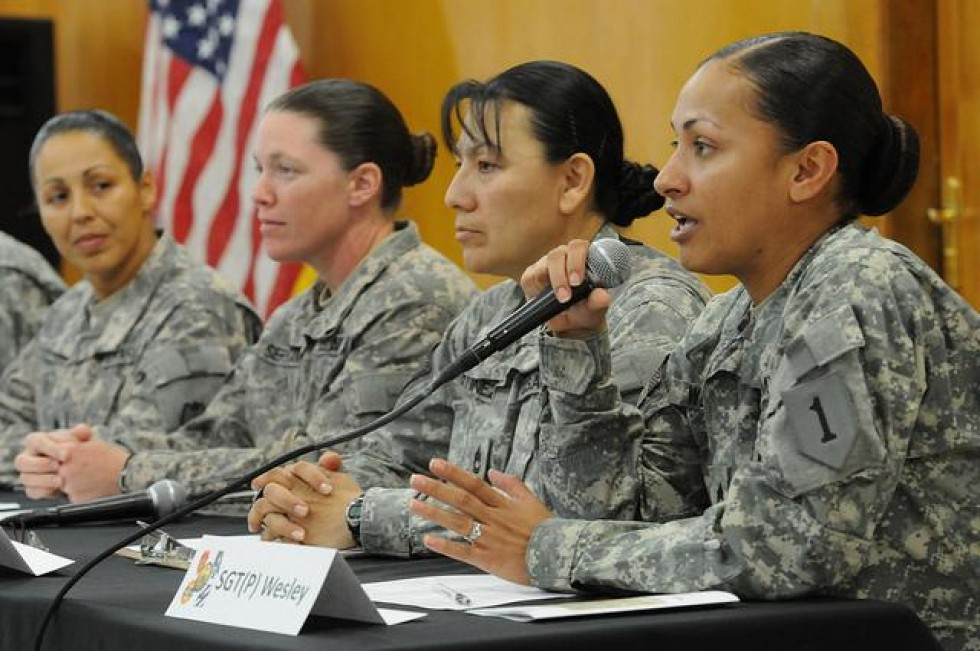 womens roles in the military essay